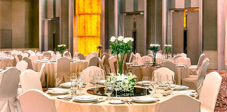 ballroom-in-bangkok-banquet-set-up-2