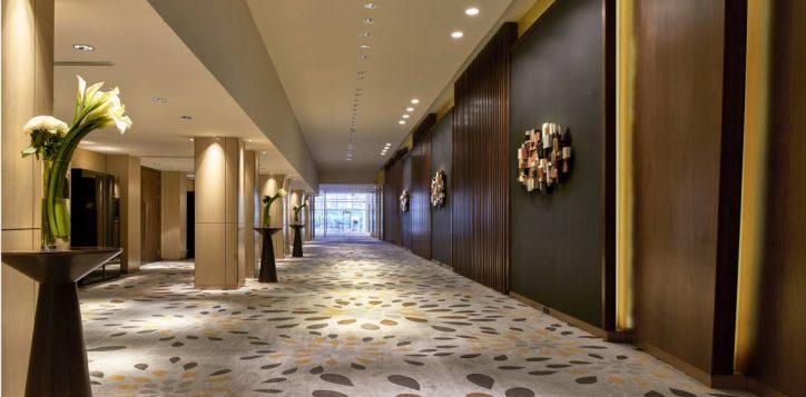 grand-on-thamrin-ballroom-foyer-1