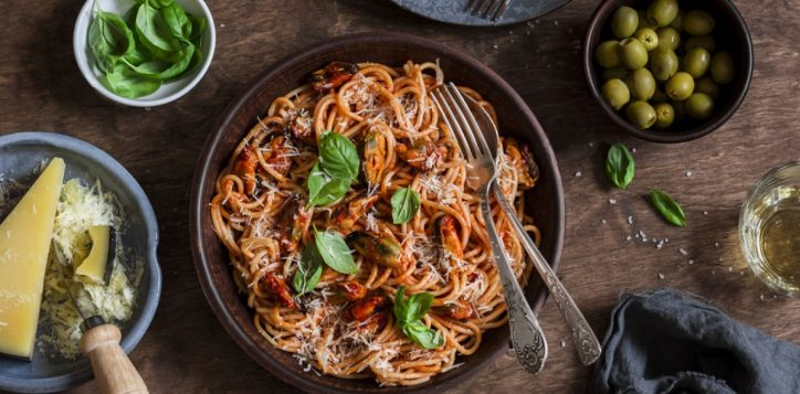 stock-photo-healthy-delicious-lunch-spaghetti-with-tomato-sauce-and-mussels-on-a-wooden-table-top-view-flat-548298016