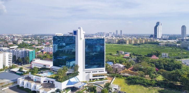 novotel-hotel-bangkok-bangna-gallery-facade-and-lobby-image01