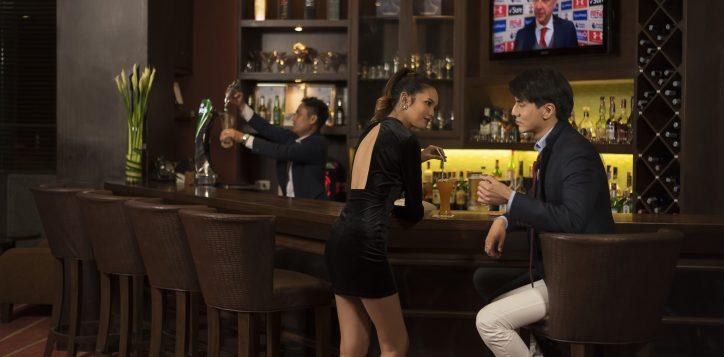 novotel-hotel-bangkok-bangna-gallery-bar-and-restaurant-the-bar-image03