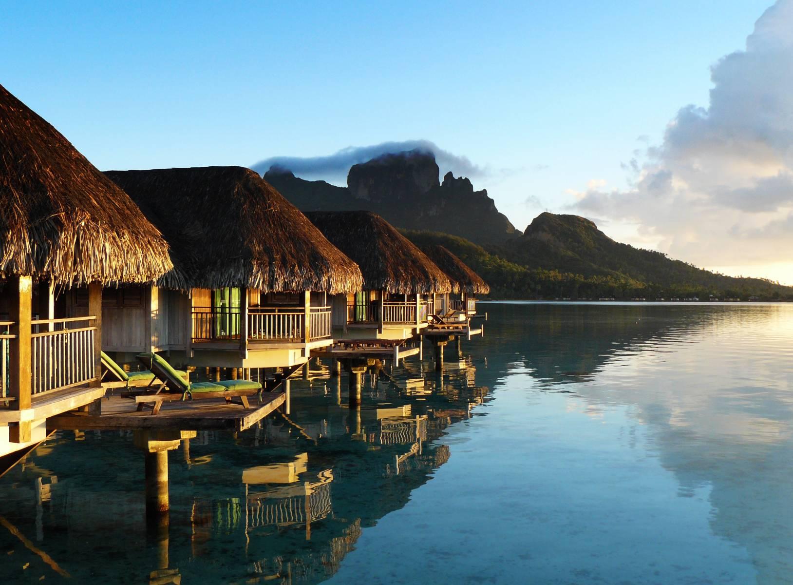horizon-luxury-overwater-bungalow
