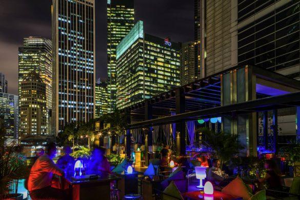 hi-so-rooftop-pool-bar