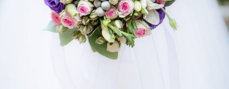 a-shift-into-deep-purple-wedding-flower-trends-for-2018