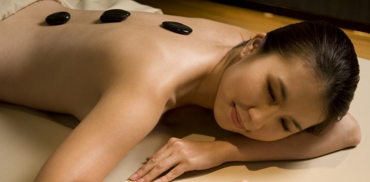 Pullman-Kuching_Stone-Massage-@-Fit-Spa-Lounge-e1458699775311.jpg