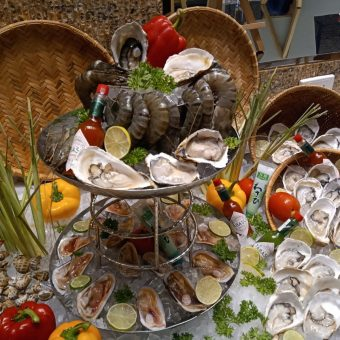 seafood-buffet-with-flame-stations