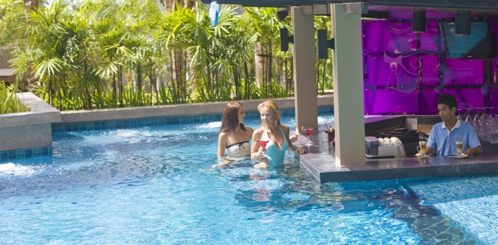 swim-up-pool-bar