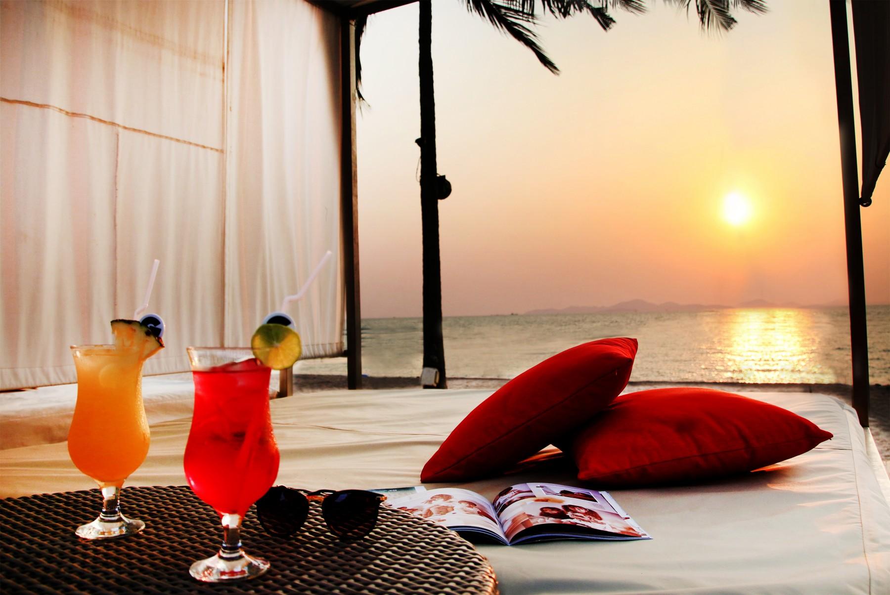 beachfront-cabana