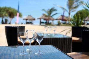 fun-and-drinks-at-breeze-bar