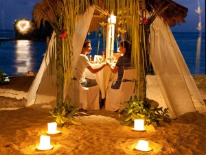 romantic-dining-at-the-beach