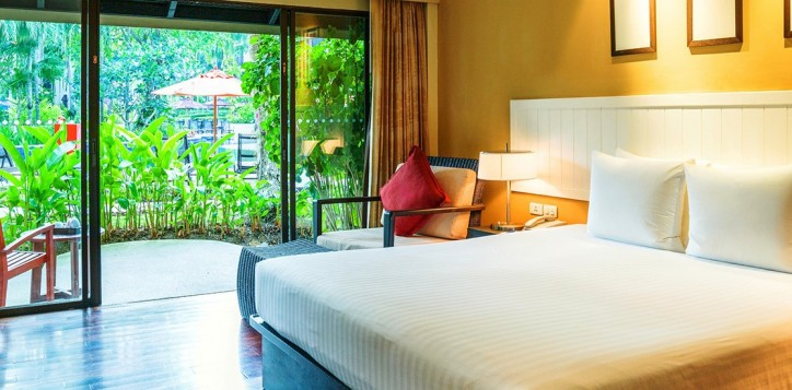 deluxe-poolside-terrace-room