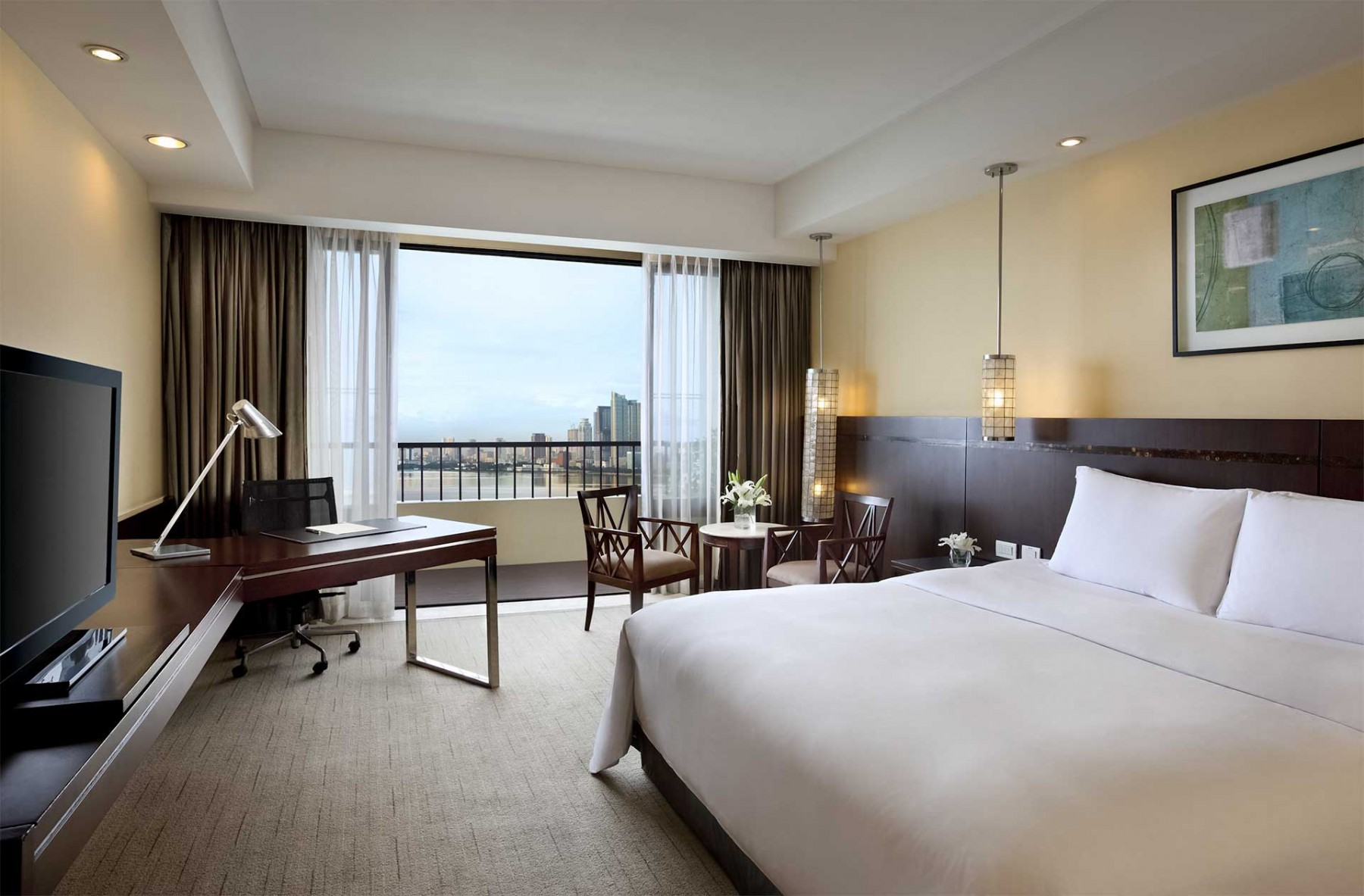 Luxury Room Book Your Stay At Sofitel Philippine Plaza Manila