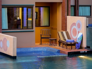 deluxe-pool-access-room