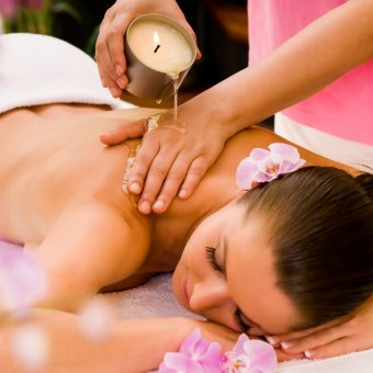 warm-aromatic-candle-massage