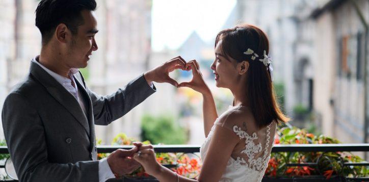 wedding-couple-on-the-balcony-2