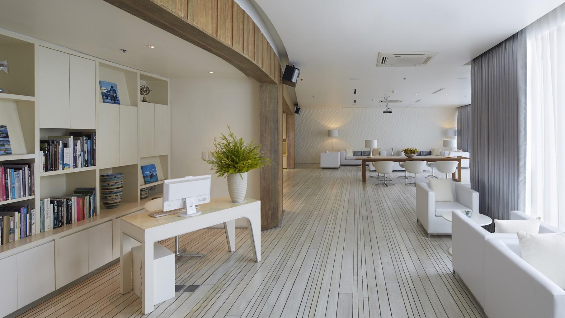 White-Lounge-3.jpg