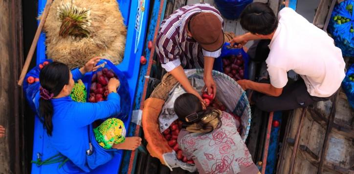 wat-takien-floating-market
