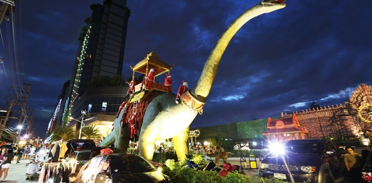 suan-lum-night-bazaar-ratchada