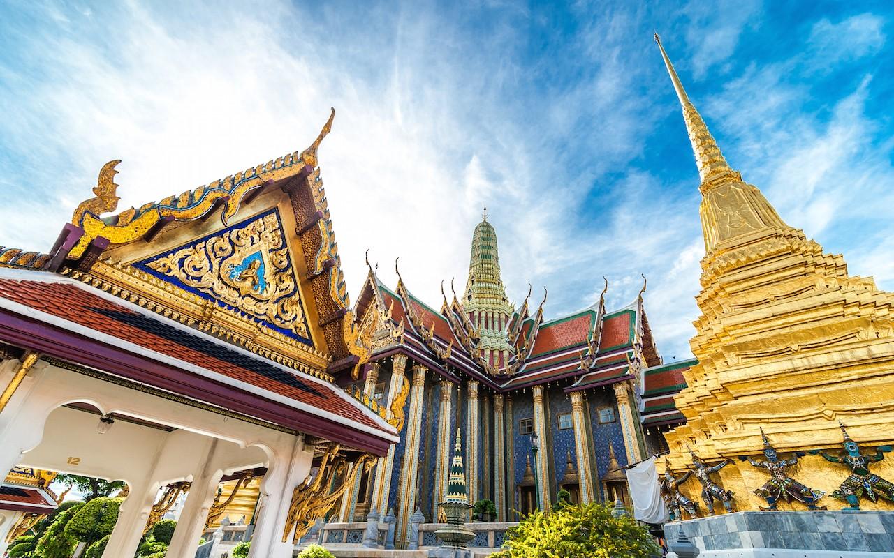 Grand Palace, The Emerald Buddha  Novotel Bangkok Impact