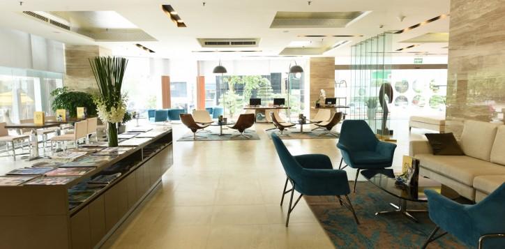 30-hotel-lobby