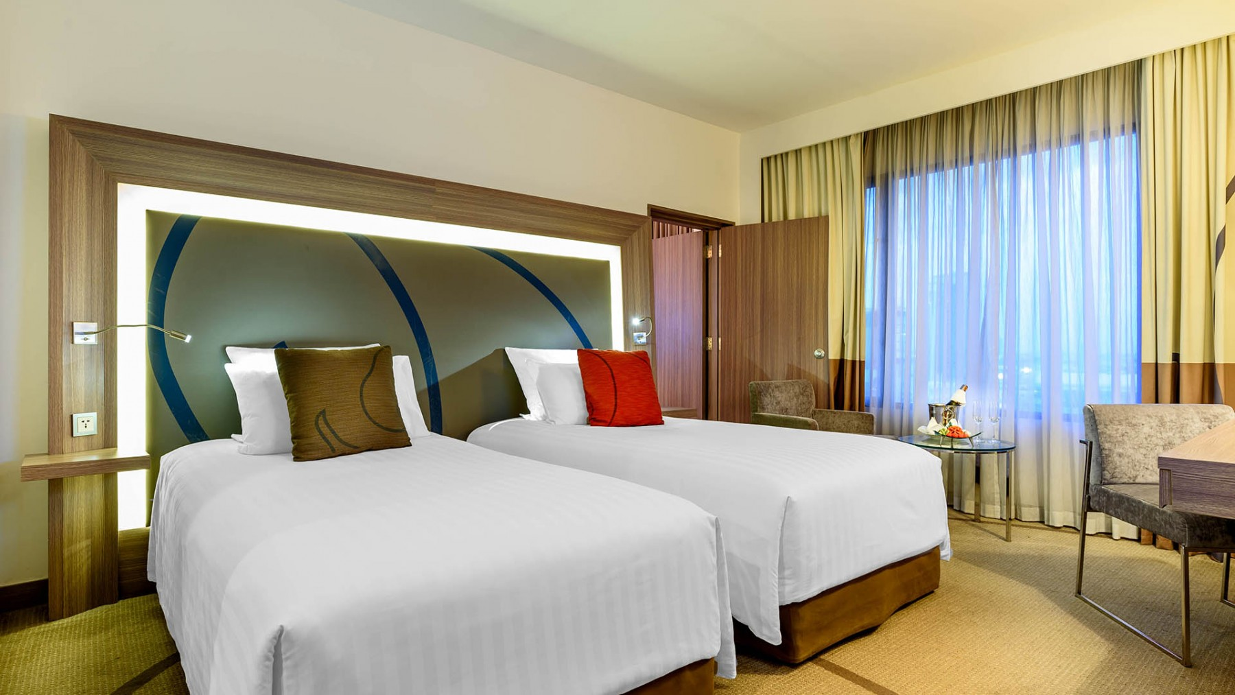 one bedroom suite novotel bangkok on siam square. Black Bedroom Furniture Sets. Home Design Ideas