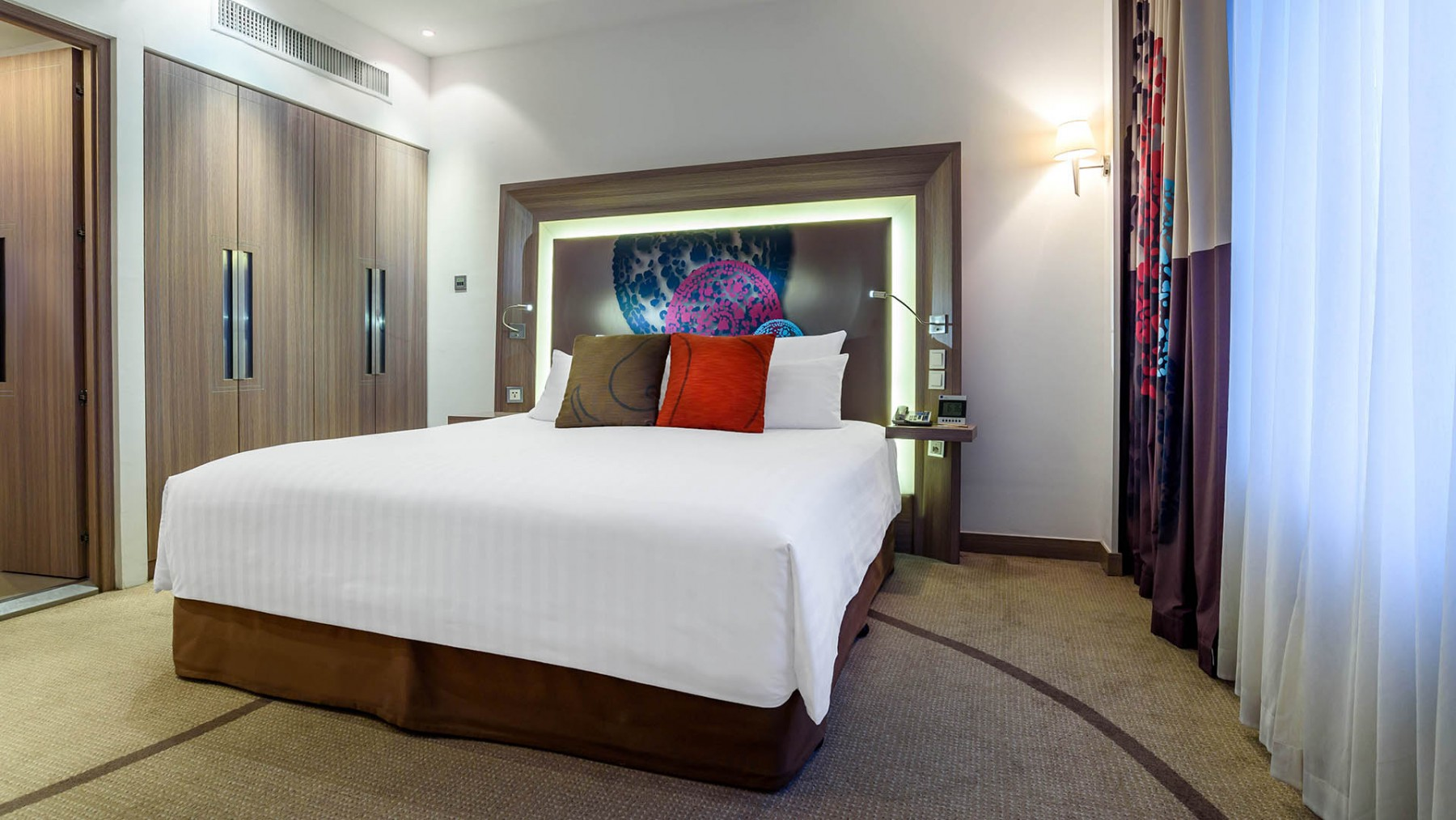 two bedroom suite novotel bangkok on siam square. Black Bedroom Furniture Sets. Home Design Ideas