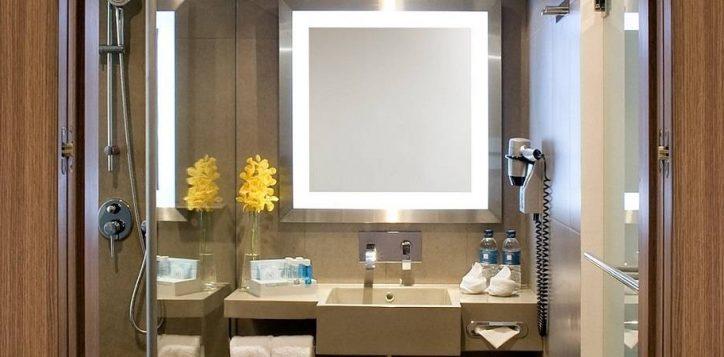 executive-corner-room