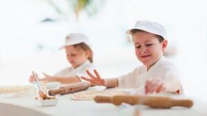 kids-making-pizza