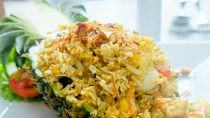 fried-rice-in-pineapple