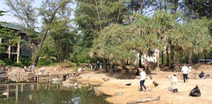 meetings-in-phuket-green-meetings-in-phuket-beach-cleaning1-2