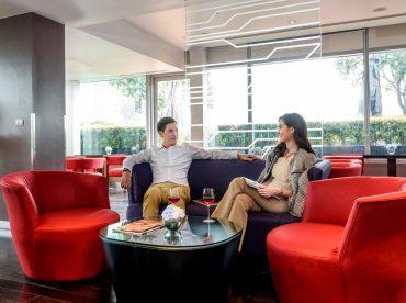 premiere-floor-lounge