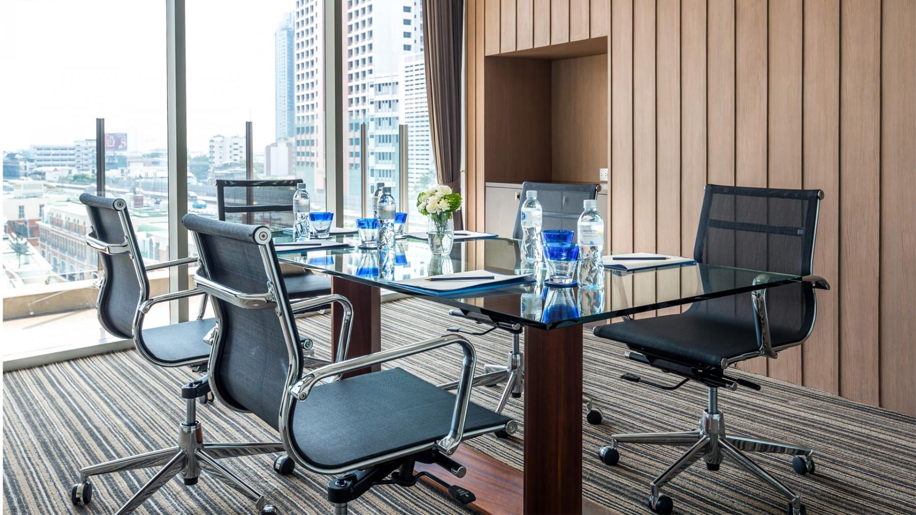 executive-meeting-room