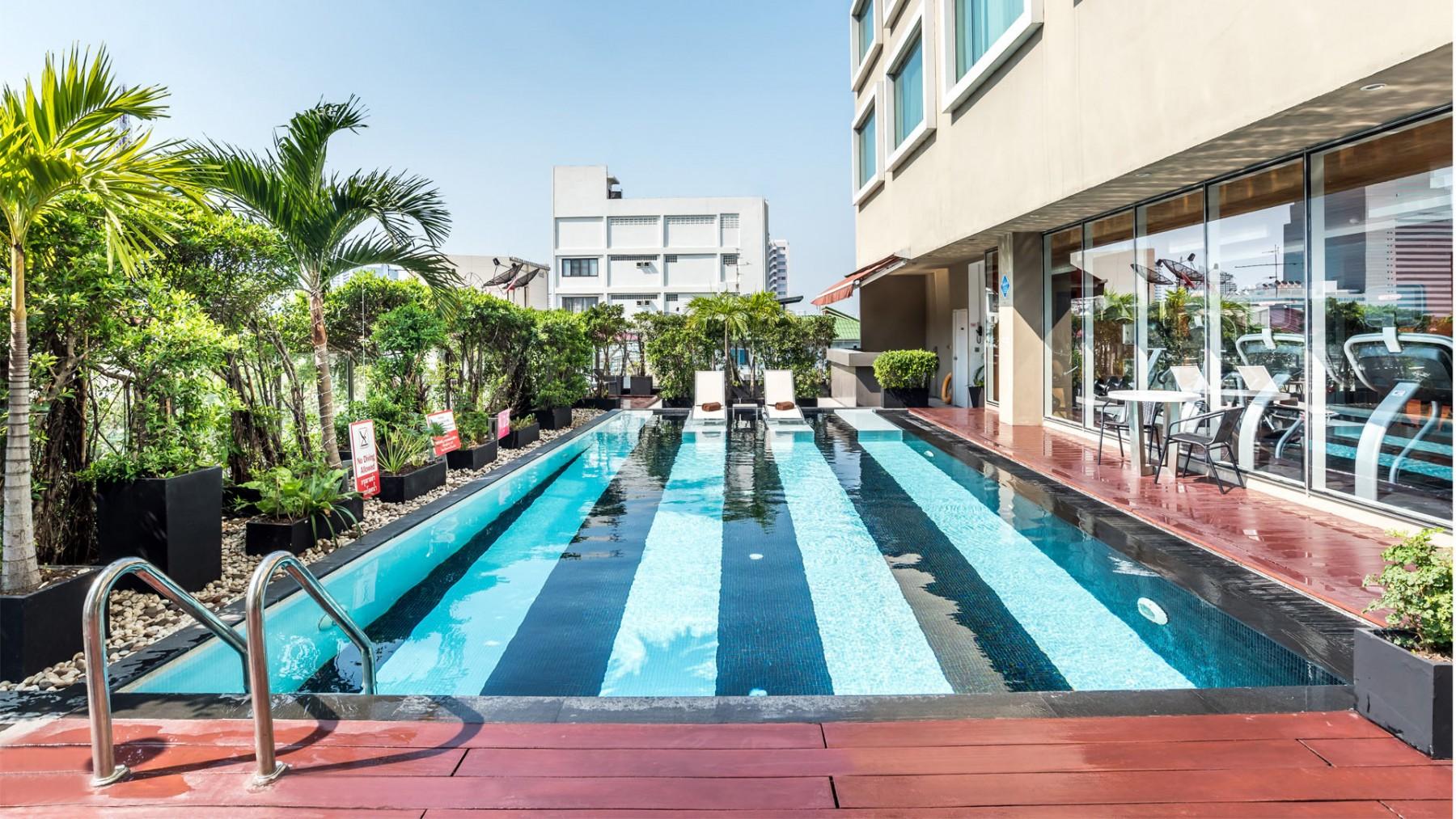 Bangkok Hotel Swimming Pool Novotel Bangkok Silom