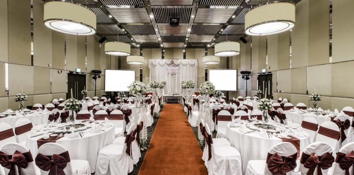 ballroom-full-wedding-set-up-low