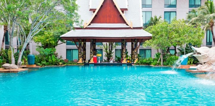 splash-pool-bar