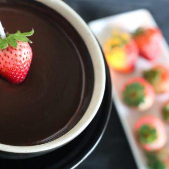 valentines-strawberry-chocolate-fondue