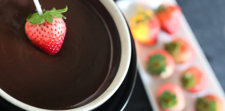 valentines-strawberry-chocolate-fondue