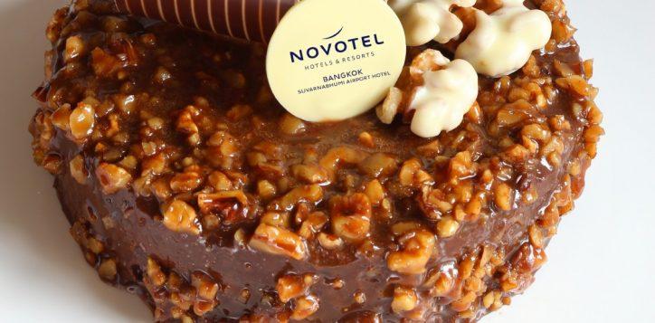 banana-walnut-brownie-cake
