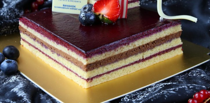 le-kir-royal-black-current-mousses-cake