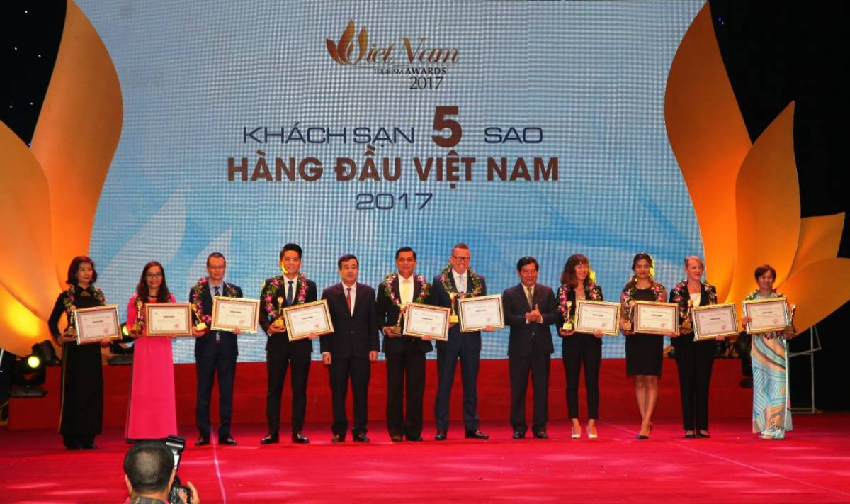 PULLMAN SAIGON CENTRE WINS 4th PLACE IN TOP 10 FIVE-STAR HOTELS IN VIETNAM TOURISM AWARDS 2017
