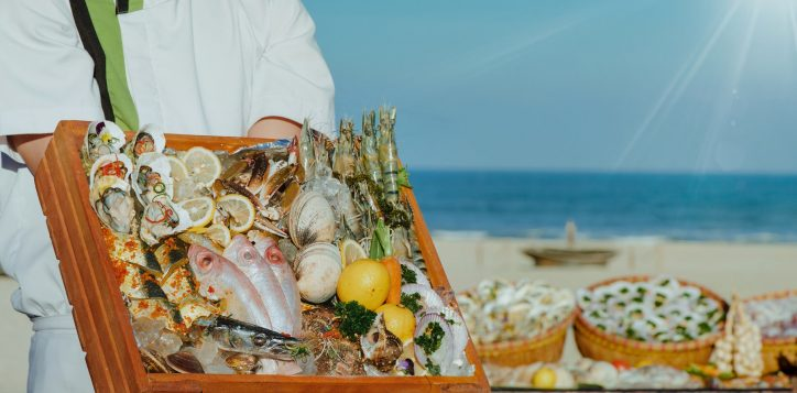 seafood-restaurant-in-vietnam-pullman-danang-beach-resort-buffet-beach-bbq-weekends