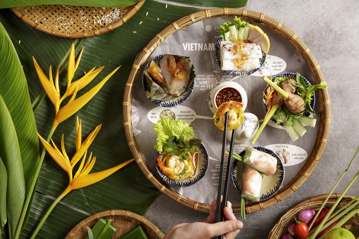most famous dishes from the various regions of the country are presented on a map of Vietnam