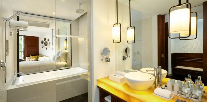 superiorking-bathroom-cottage-at-pullman-danang-beach-resort