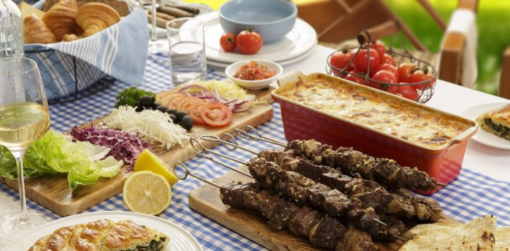 greek-family-feast