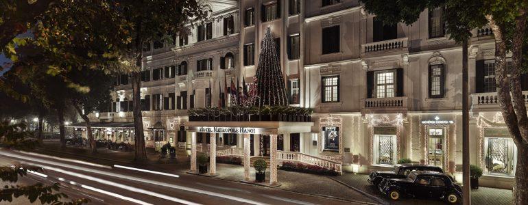 metropole-hanoi-lights-up-the-festive-season-with-a-pedal-powered-christmas-tree