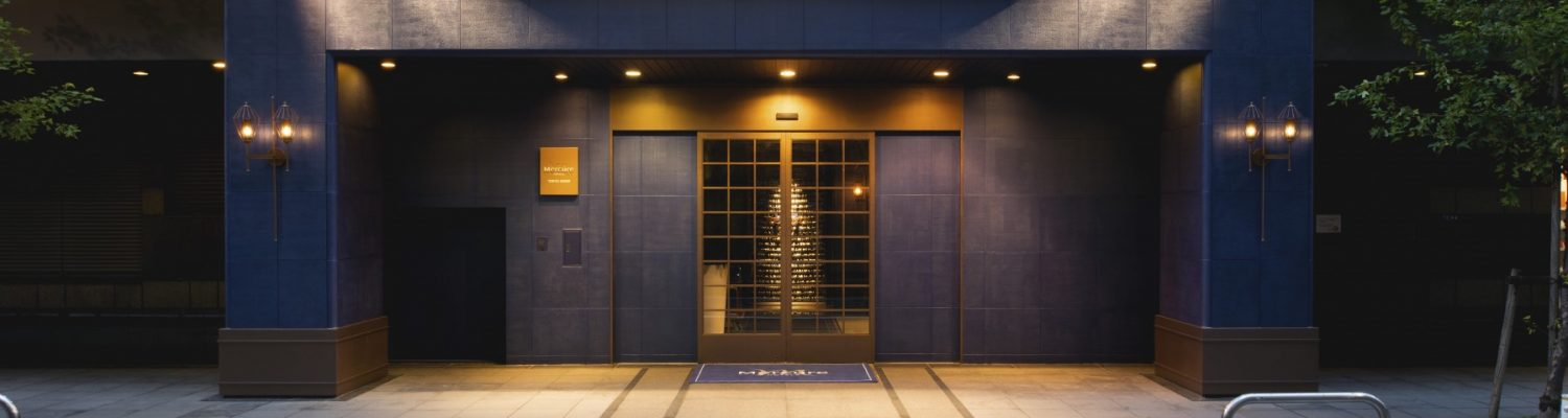 night-hotel-entrance
