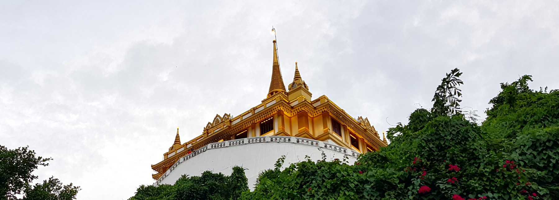 the-golden-mount-wat-saket