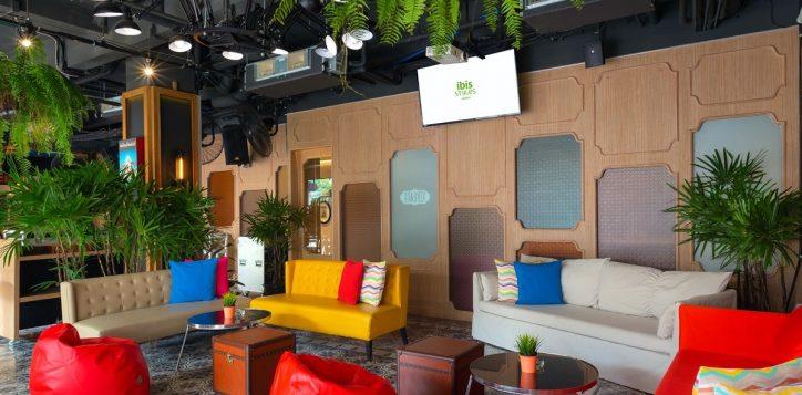 streats-bar-bistro-day-lounge-area-ibis-styles-khaosan