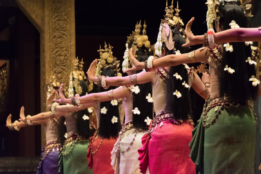 Apsara-women-dance