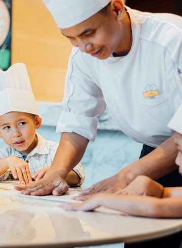 thb-700-young-pizza-chef-at-voila